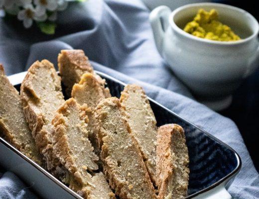 Bezlepkový kváskový chlebík s domácou hráškovou pomazánkou