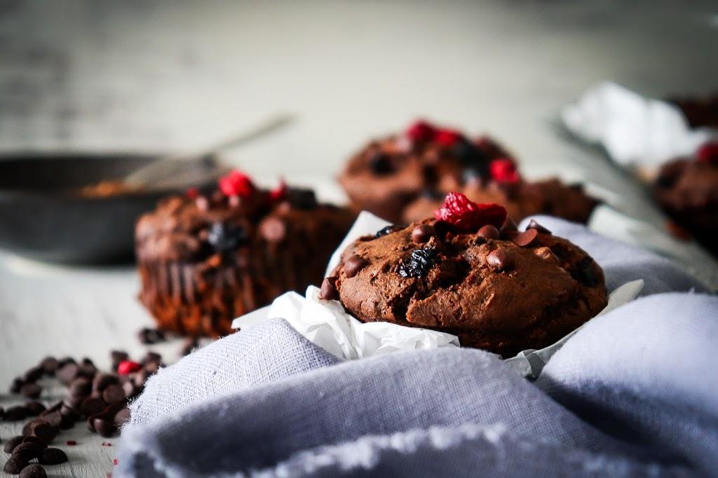 Karobové muffiny so sušenými višňami