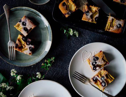 Rebarborovo-čučoriedkový koláč